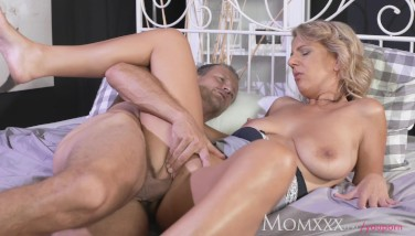 Mom Expert Stud Tonguing Snatch And Making Housewife Perceive Amazing
