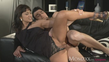 Mom Boy Muncher Older Dame Does What She Wants With Youthful Stud