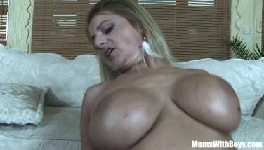 Mouth Nailed Blond Mummy Lindsay Foxx Taking A Facial